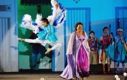 O Natal dançado e cantado por personagens fantásticos da cultura popular nordestina
