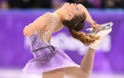 Dançando no gelo, patinadora brasileira faz história