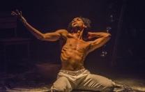 Espetáculo de capoeira faz relação entre corpo e memória nas raízes negras