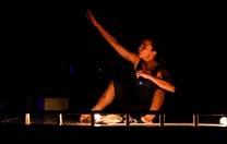 Compassos Cia. de Danças apresenta Um pano que limpa o tempo