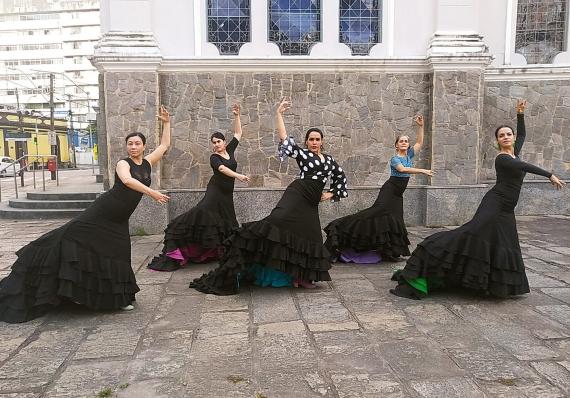 Espetáculo de dança flamenca homenageia o cantor Camaron