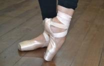 [VÍDEO] Sobre o uso da sapatilha de ponta, com a bailarina Juliana Siqueira