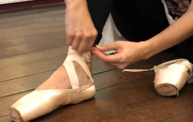 [VÍDEO] Calçando as sapatilhas de ponta! Confira dicas