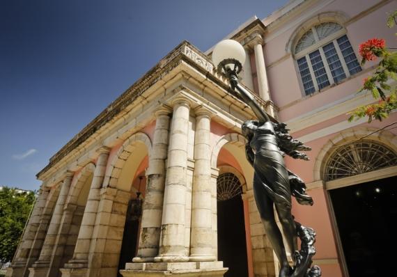 Teatro Santa Isabel seleciona espetáculos e remunera R$ 2 mil, por apresentação