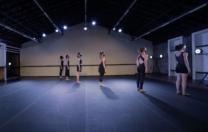 Espetáculo Na Sala, do Stúdio de Danças, é produzido para o formato virtual