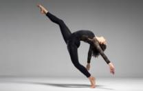 Psicóloga e bailarina fala sobre o medo de voltar a dançar, após isolamento social